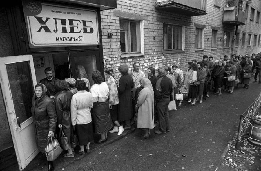 en76-russia-will-always-have-queues_02