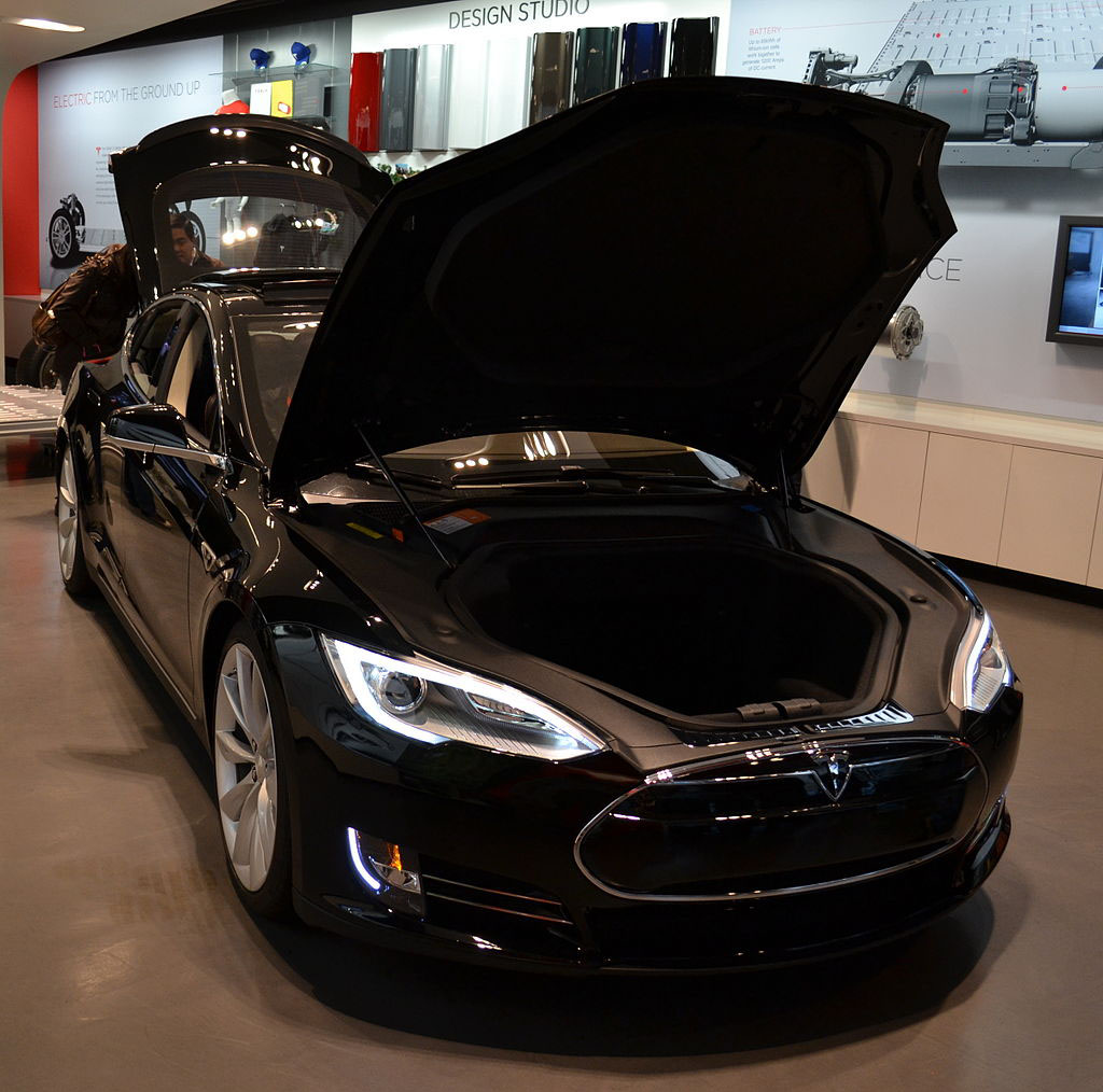 en21-tesla-cars-evolution_07