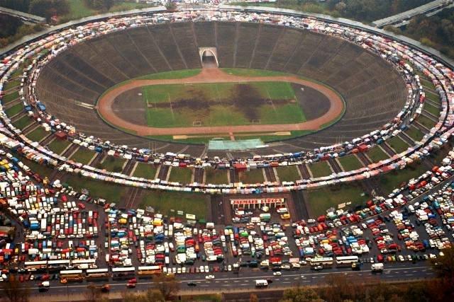 en74-two-stadiums_02