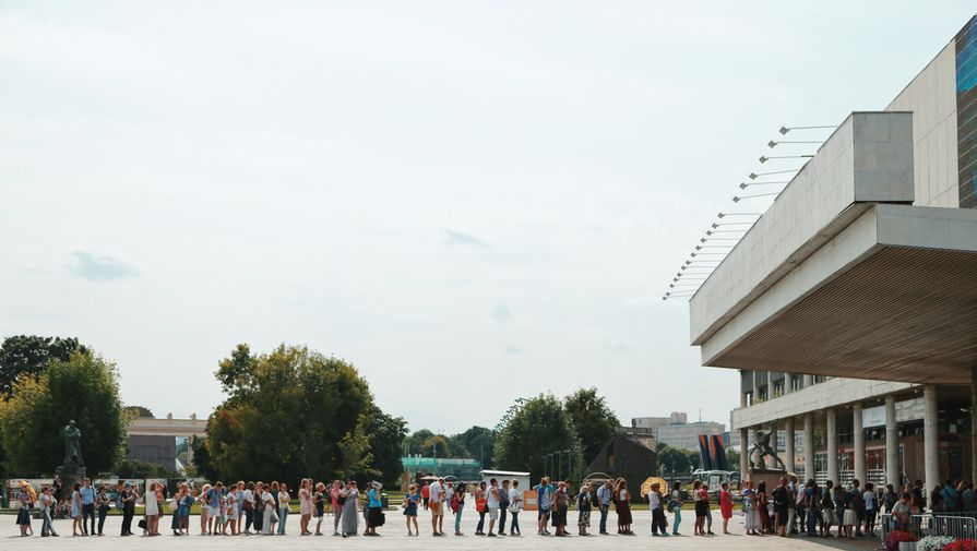 en76-russia-will-always-have-queues_09