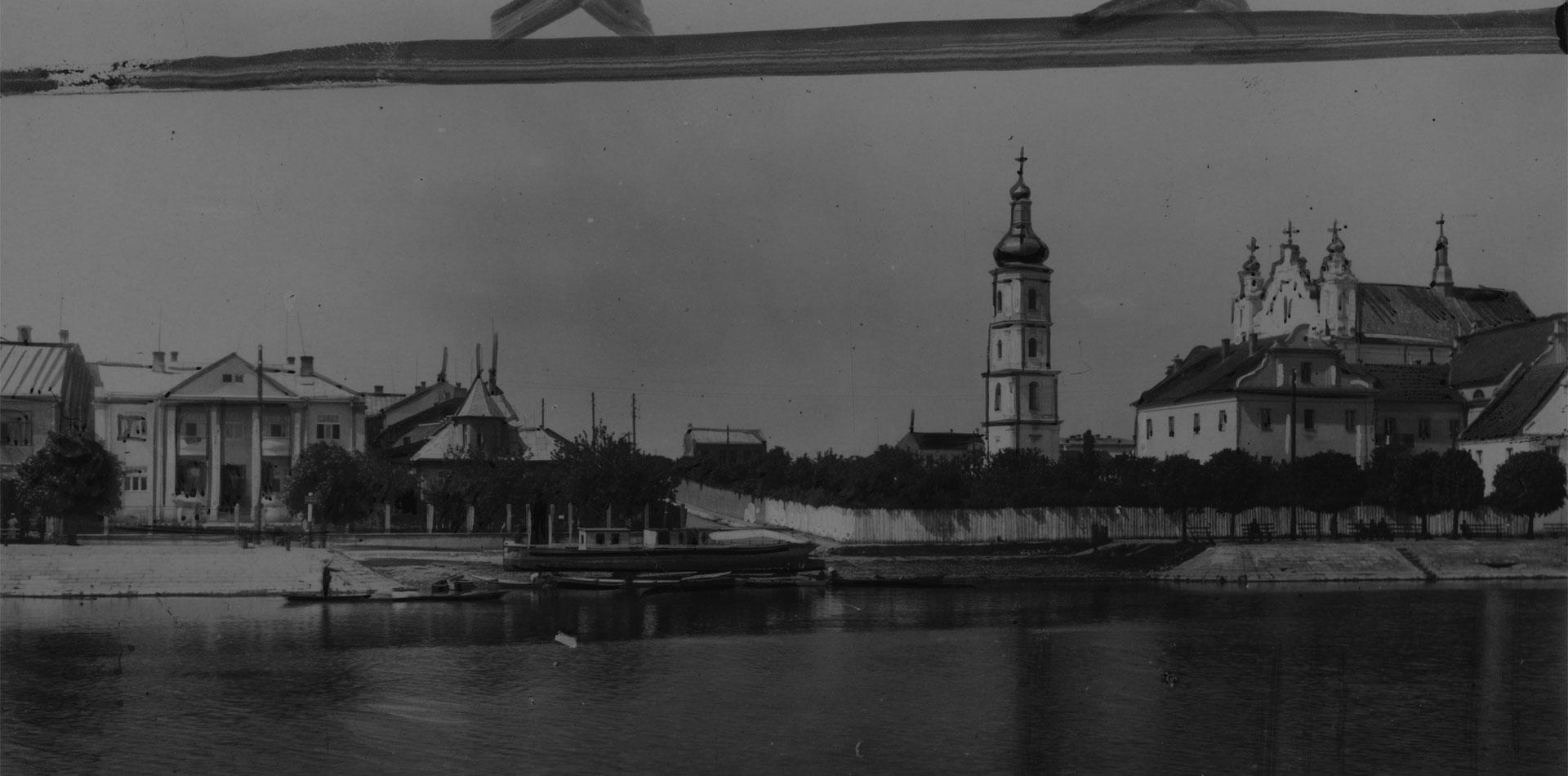 Довоенный Пинск: национальная одежда, памятник дороге и демонстрация