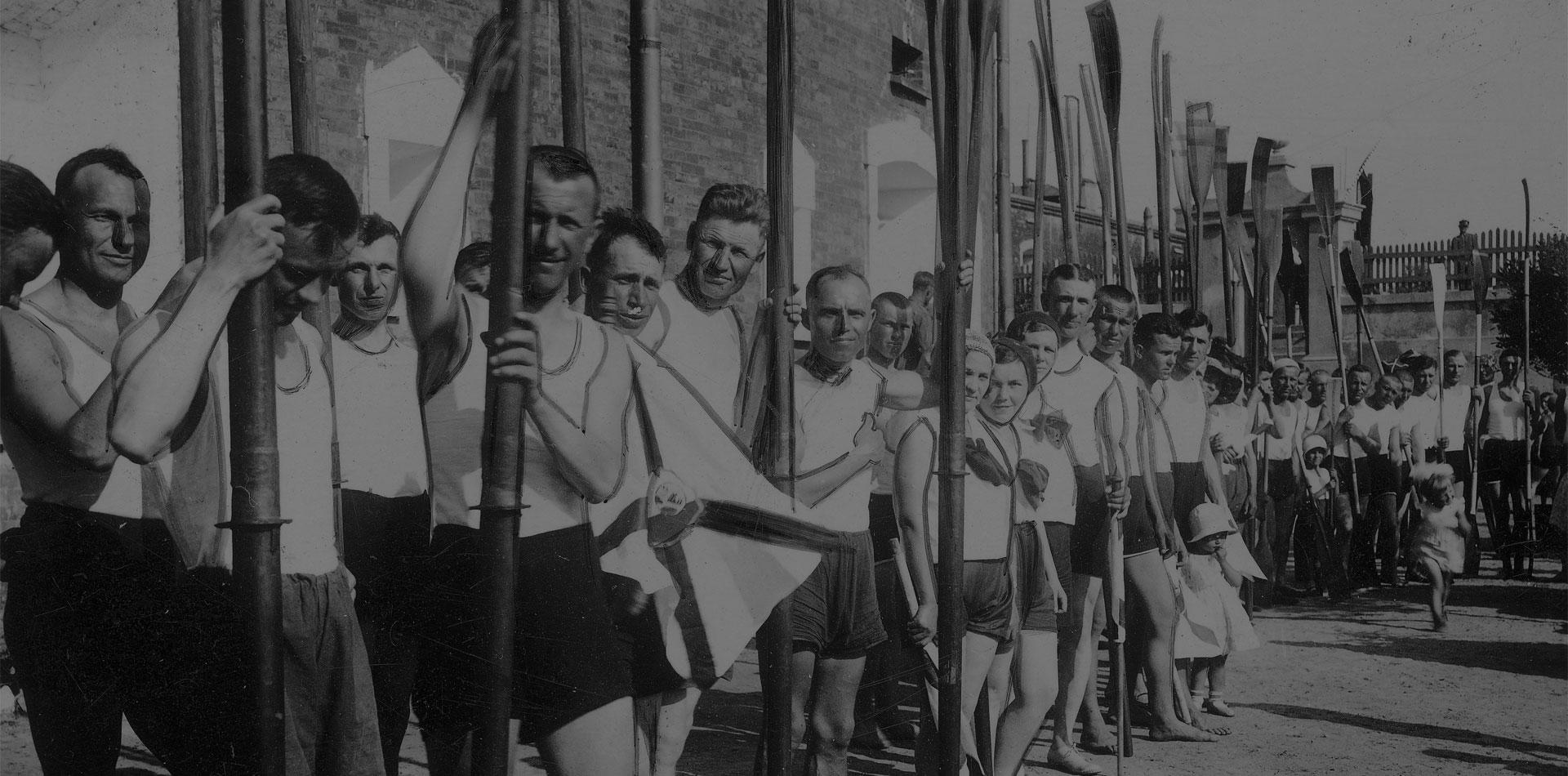 Чем жили брестчане до войны: много политики, дожинки и спорт. Уникальная подборка фото
